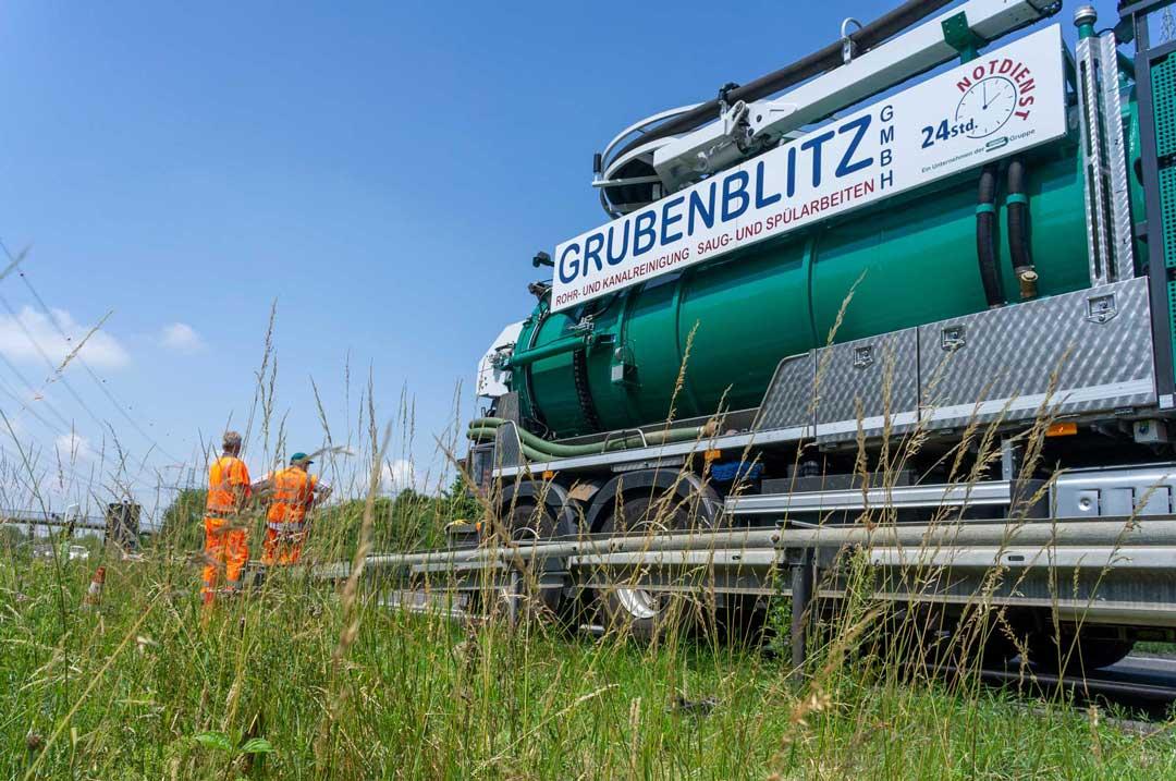 Kanalreingung an der A560 Grubenblitz mit unserem Saug- und Spülfahrzeug