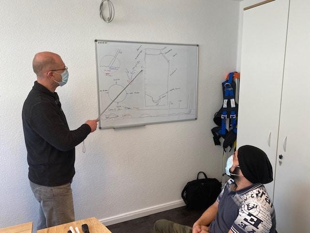 Schulung und Einarbeitung neuer Mitarbeiter mit unserem Ausbilder Herr Thome