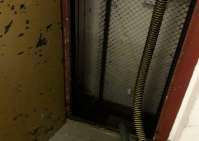 Absaugen von Aufzugschächten nach Starkregen