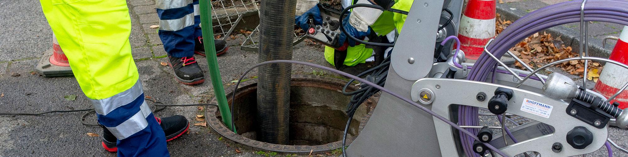 Kanalreinigung dem Saug- und Spülfahrzeug der Firma Drekopf