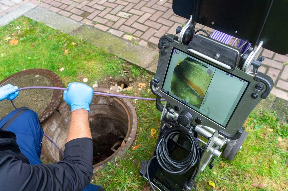 Dichtheitsprüfung am Kanal mit Kanal-TV-Kamera